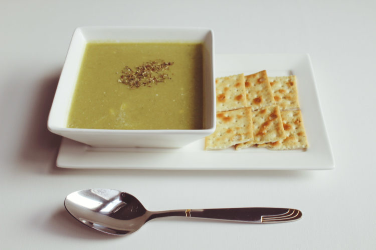 Leek soup with crackers